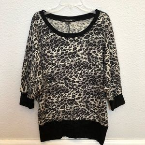 Size Small Cheetah Printed 3/4 Sleeve Sweater